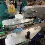 ذاتی نگہداشت کی مصنوعات کے لئے دو سائیڈس اسکوائر بوتل اسٹیکر لیبلنگ مشین